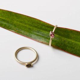 Rosa Turmalin in Silber oder in 333Gold. Du kannst dir den Stein und das gewünschte Edelmetall aussuchen und wir machen dir dieses Ringmodell in deiner Ringgröße. Stapelbar.