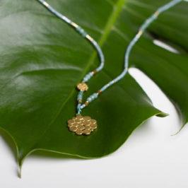 Fineline. Zarte Ketten kurz und lang mit verschiedenen Edelsteinen und Elementen in Silber vergoldet.