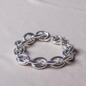 Massives Silberarmband. Kettenglieder ca. 2 cm Durchmesser. Solide und massiv.