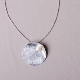 Silberreif 925 Silber, Kettenanhänger mit aufgesetzter Perle.