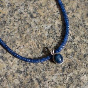 Sechsstrahliger Sternsaphir mit Saphirkette in blau