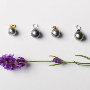Natürliche dunkelgraue Perlen mit Öse in Silber oder Silber vergoldet. Tahitiperle.