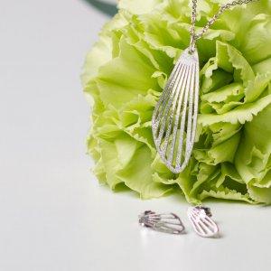 Silberkette rhodoniert mit passendem Ohrstecker.