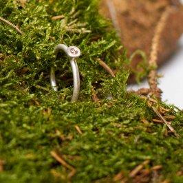 Kleiner feiner Verlobungsring. Hier mit einem leicht bräunlichen Zimtdiamanten.