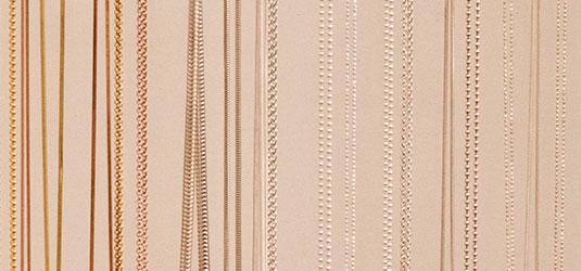 Bei uns gibt es Ketten in verschiedenen Längen und Stärken. Silberketten und Goldketten
