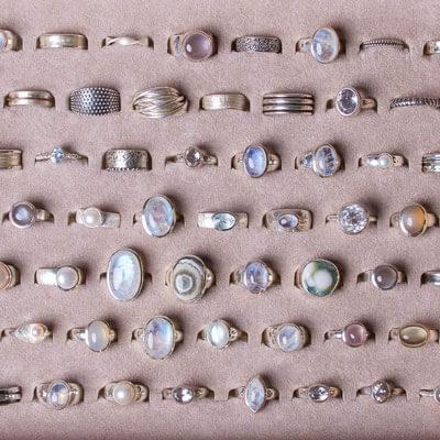 Silberringe mit Edelsteinen. z.B Mondstein, Achat, Perle oder Opal. Oder Ringe ohne Stein - Schmuckgraefin Berlin,