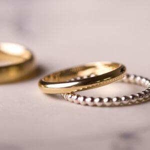 Wir finden Silber und Gold trägt sich ganz wunderbar zusammen. Verschiedene Metalle und Legierungen die durch ihr Farbspiel schöne Akzente setzen. Spannend!