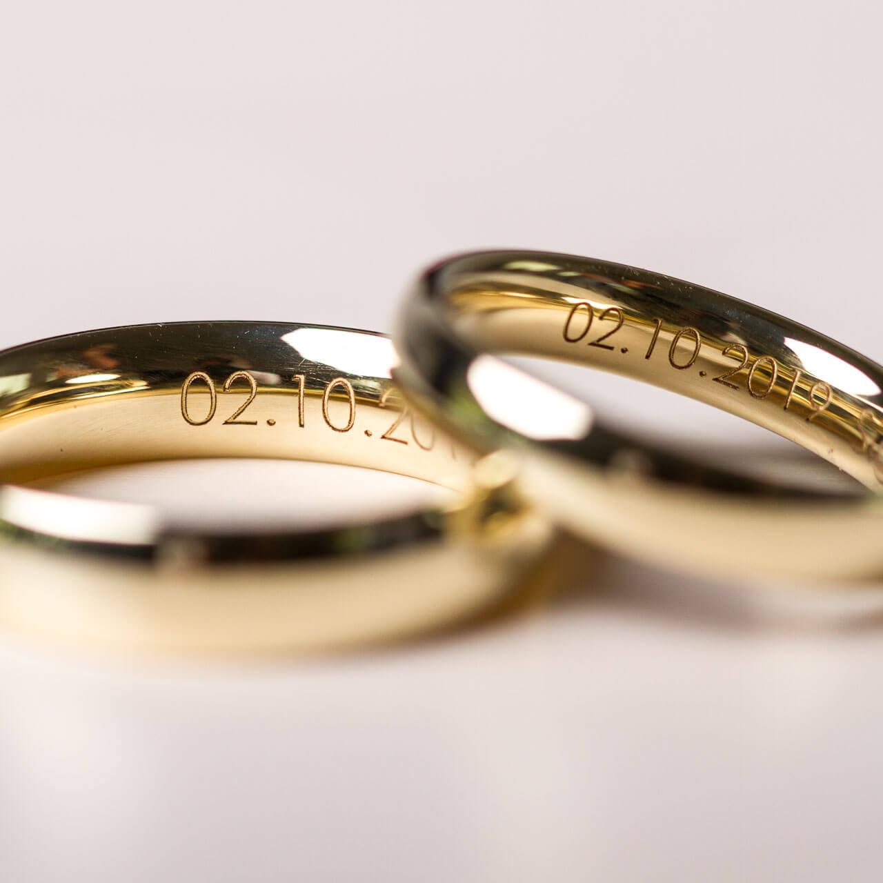 Wir gravieren sämtliche verfügbaren Schriften in Eure Ringe für die Hochzeit - schlichte Trauringe bei der Schmuckgraefin in Berlin Kreuzberg
