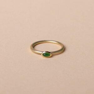 Goldring mit Smaragd. Cabochon. 333 Gold. Kleiner feiner Ring.