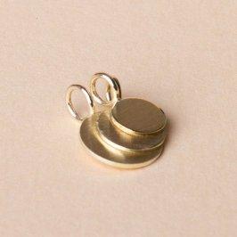 Goldplättchenanhänger in verschiedenen Größen. 585Gold. Mit Gravur oder ohne, immer ein sehr persönliches Geschenk an einer feinen Goldkette. Zeitlos und schön.