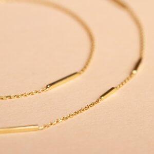 Feine Goldkette in 14 Karat Gold mit Stäbchen.