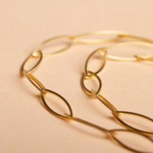 Goldgliederkette Navette in Silber mit Gold plattiert. Einzelne Glieder in Schiffchenform. Minimalistisch, wunderbar leicht und halsnah zu tragen. Ab 43 cm Länge. Auch nur in 925 Silber erhältlich