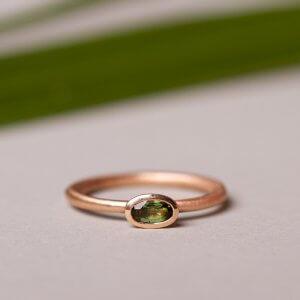 Turmalinring aus 585 Rotgold. Sehr edler Ring, perfekt zur Verlobung oder als Ergänzung zu deinem Trauring.